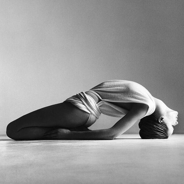8186866a57e17c22d32731c1a687d6e2–yoga-photography-white-photography