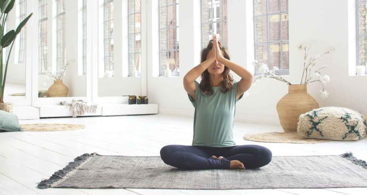 Každovečerné yogové rituály pre obnovu a udržanie energie
